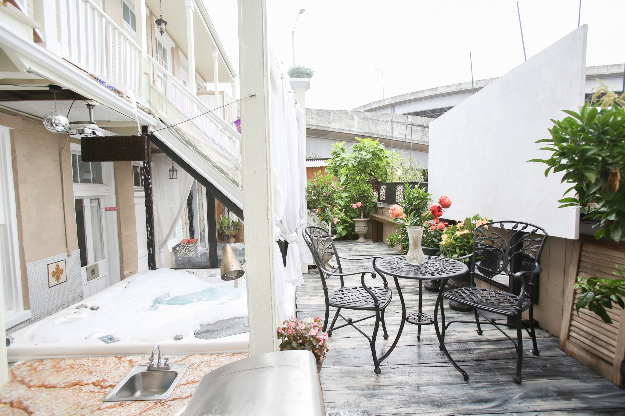 Jacuzzi 1 b b of new orleans fleur de lis mansion for Best private dining rooms new orleans